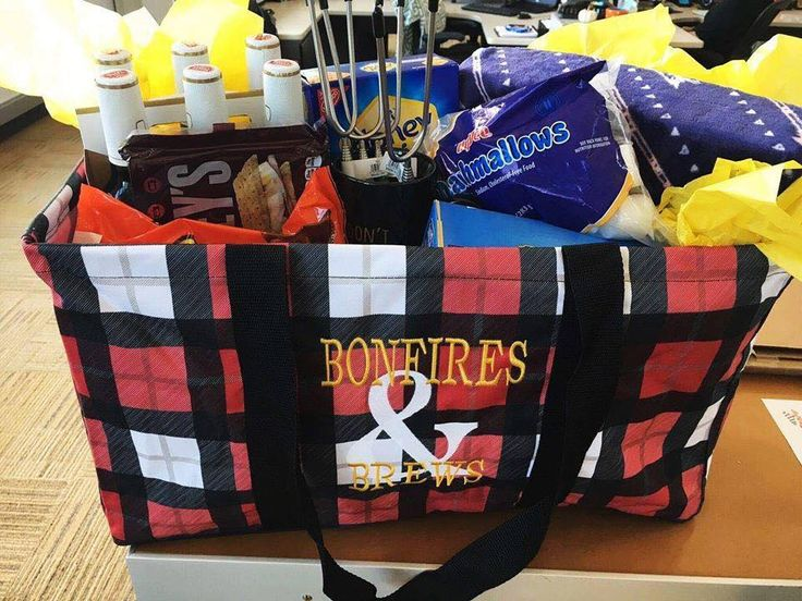 Large Utility Tote, great for gifts, travel, camping, and more! www.MommaNeedsaNewBag.com