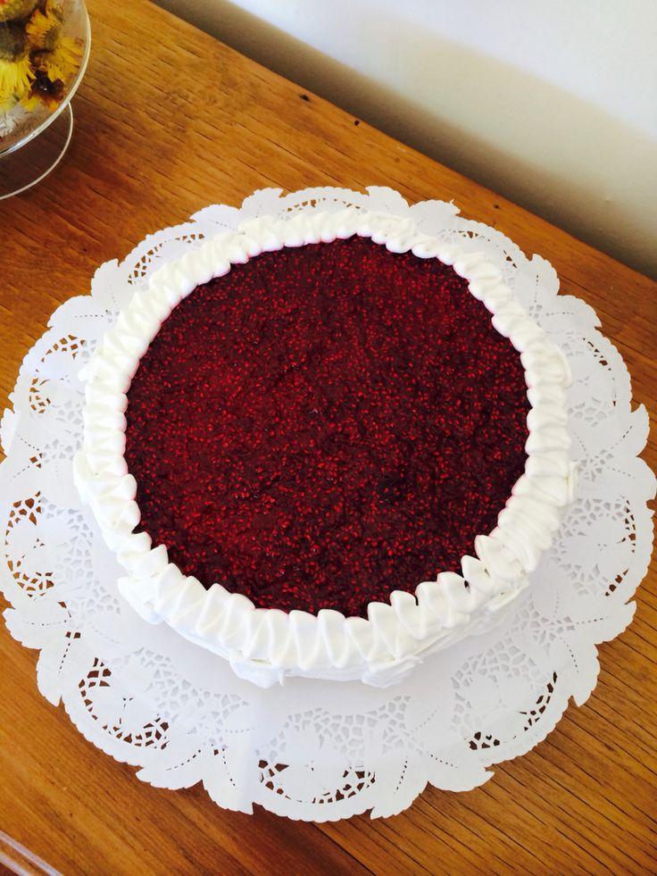 Productos CON ALMA Torta Margarita: panqueque, manjar, frambuesas.