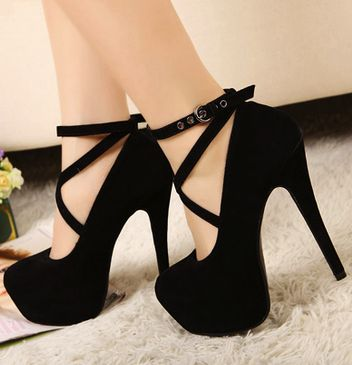Black high heels jai le mémeeeeeeeeeeeeeeee yaaaaaaayyyyyyyyyyyyyyyyyyyyy