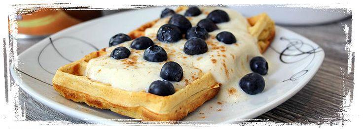 Rezept für Protein-Waffeln Lecker Waffeln mit einer ordentlichen Portion Eiweiß. Da wird der Teig angerührt und gebacken, bis das Waffeleisen glüht. Nährwerte pro 100 g Kalorien 140 kcal Protein 17 g Kohlenhydrate 10 g Fett 3 g Zutaten 60 g Vollkorn-Hafer-Mehl 60 g Casein-Whey-Protein-Mix (Joghurt Zitrone) 200 ml fettarme Milch 2 Eier 2 Eiklar Ein …