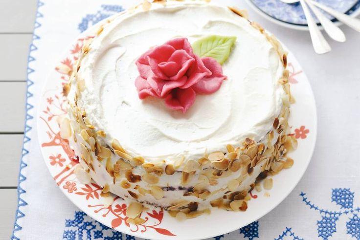 De roos heb je zo gevouwen, met de taart ben je iets langer bezig. Maar lékker dat 'ie is! - Recept - Allerhande