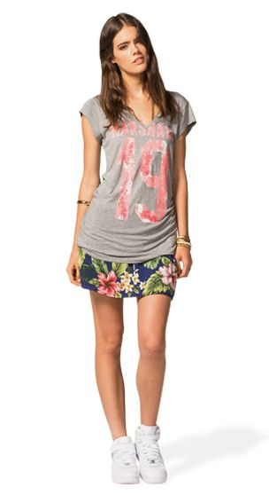 RING THE SUMMER FRESHNESS INTO YOUR WARDROBE: MATCH THE BEAUTIFUL VISCOSA FLORAL SKIRT WITH THIS COMFY LONG V-NECK T-SHIRT WITH SPORTY GRAPHIC. #franklinandmarshallofficial #franklinandmarshall #womenswear #ss15