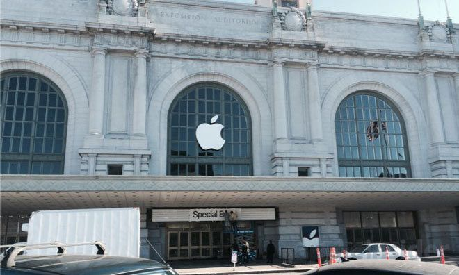 Large Apple logo goes up at historic Bill Graham Auditorium in San Francisco ahead of iPhone event