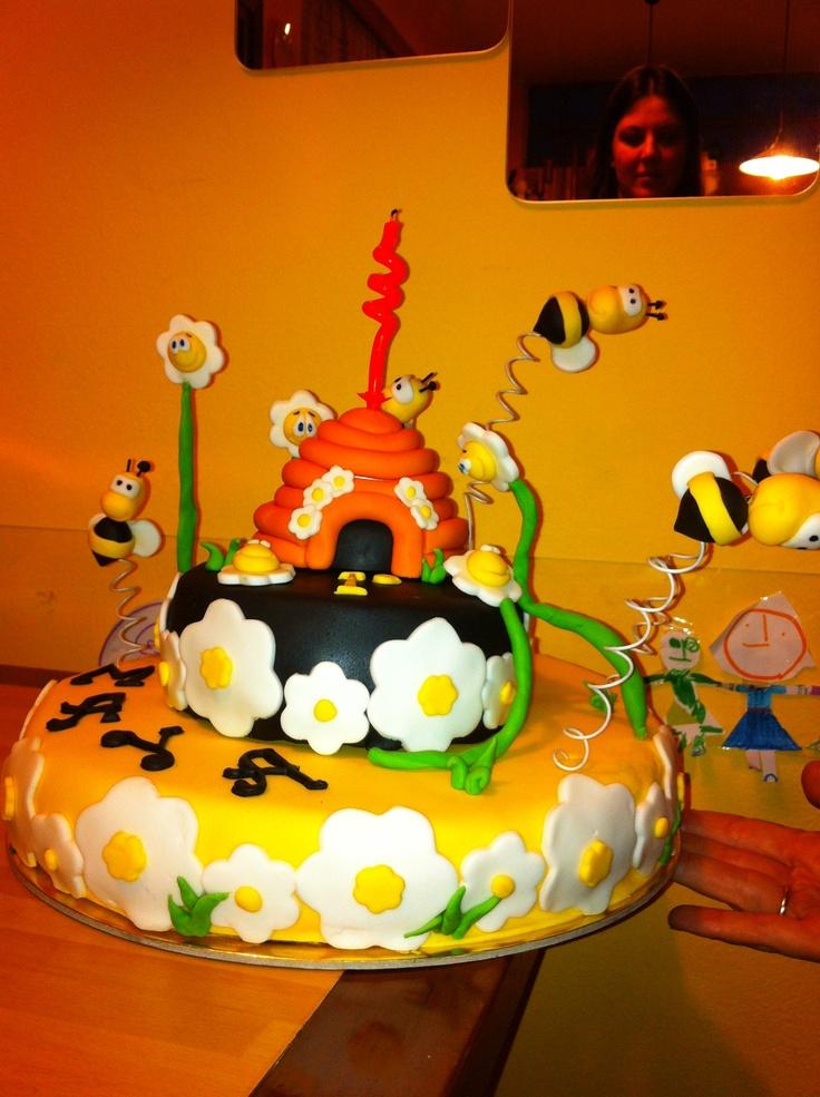 1^ compleanno Maya: mud cake al cioccolato fondente ripiena di panna montata