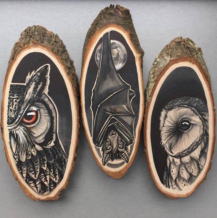 L'artiste hollandaise Kirsten Roodbergen effectue des peintures représentant des animaux et des insectes avec comme supports des morceaux de troncs...