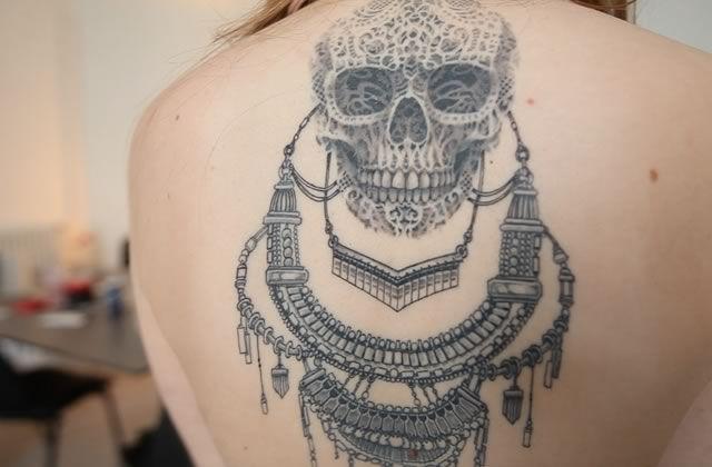Pour ce nouveau Street Tattoos, c'est Anna qui est passée devant la caméra avec ses magnifiques tatouages bijoux!   Artiste : Sheuda