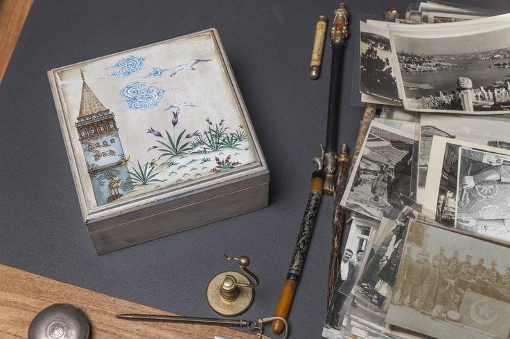 Taner Alakuş tasarımları ahşap kutularda hayat buluyor.  #taneralakuş, #dekorasyon, #ahşap kutu, #istanbul, #istanbuldesenleri, #istanbulhediyelikler, #istanbul tarihi