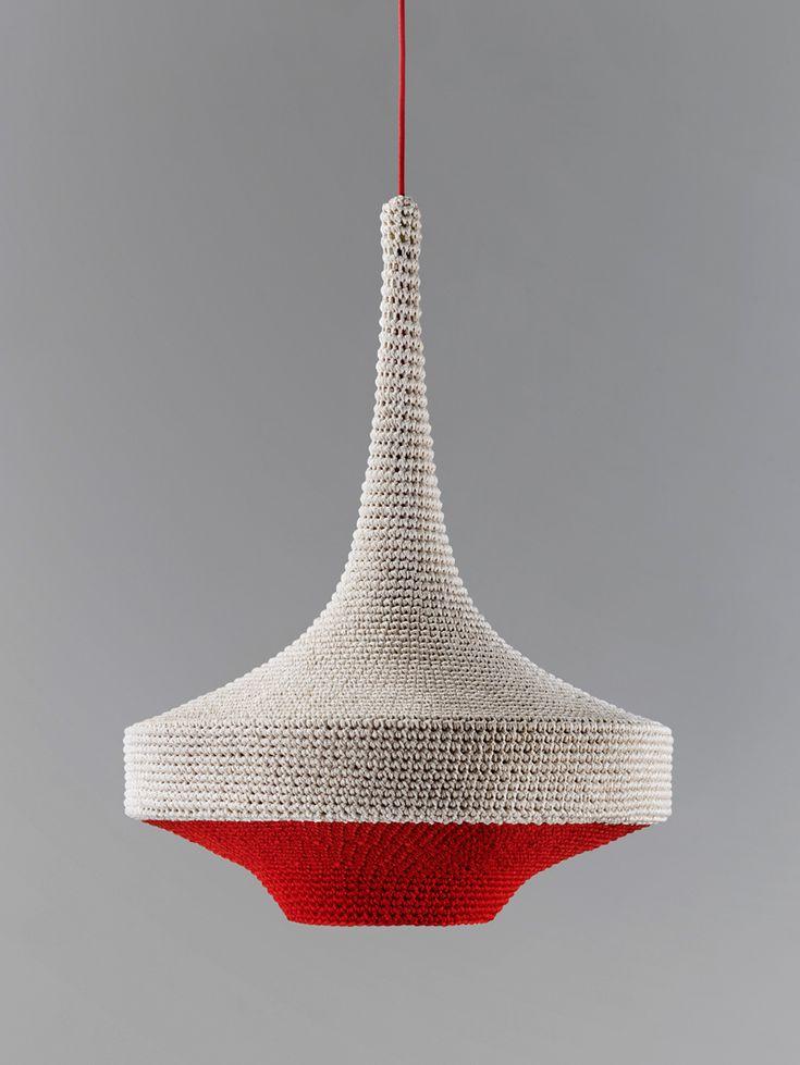 """Foto """"pinnata"""" dalla nostra lettrice Patrizia Paolicchi. Naomi paul: OMI lamps crocheted from textile scraps"""