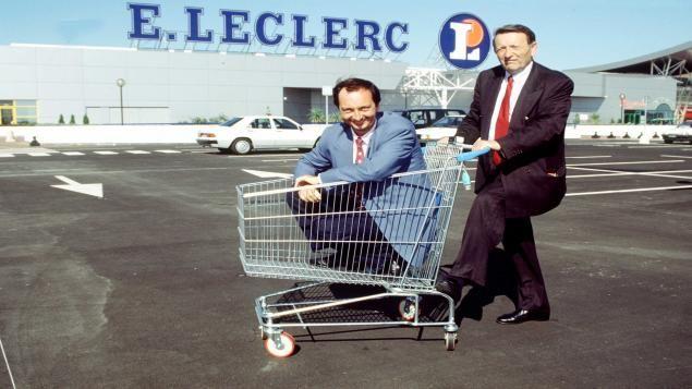 Edouard Leclerc et son fils Michel Edouard lors de l'inauguration d'un nouveau magasin Leclerc à Blagnac en 1993