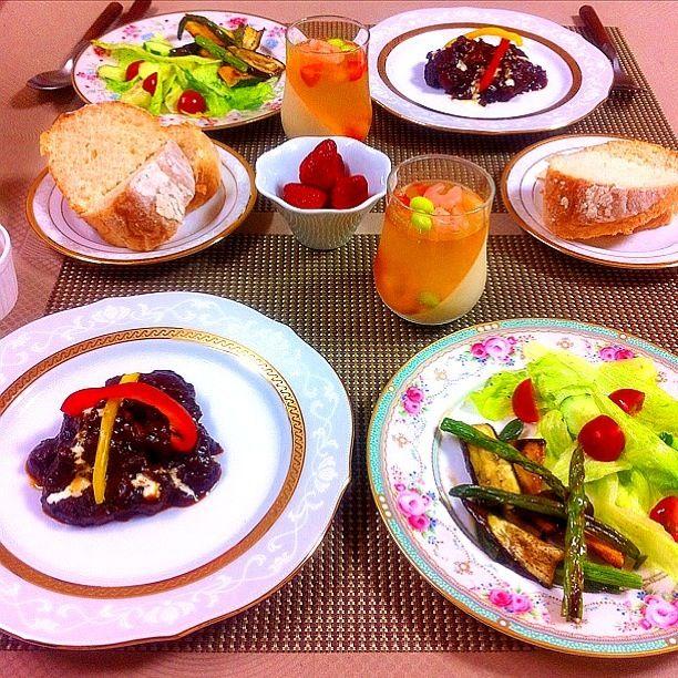 *牛すね肉の赤ワイン煮 *野菜のローズマリーマリネとサラダ *海老と野菜のコンソメゼリー - 80件のもぐもぐ - 牛すね肉の赤ワイン煮 by tiara2