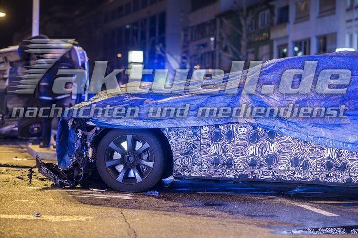 Прототип новой BMW 7 серии попал в аварию  Вчера, в Штутгарте, Германия, произошла авария с участием прототипа BMW 7-й серии. Как сообщают немецкие СМИ, автомобиль столкнулся с полицейской машиной. Из полицейского отчета известно, что четыре человека получили легкие