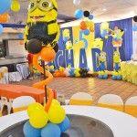 Decoración de minions con globos