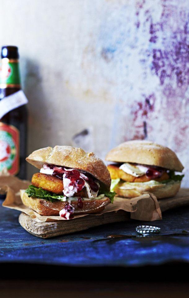 Unser beliebtes Rezept für Ziegenkäse-Süßkartoffel-Burger mit Preiselbeeren und mehr als 55.000 weitere kostenlose Rezepte auf LECKER.de.