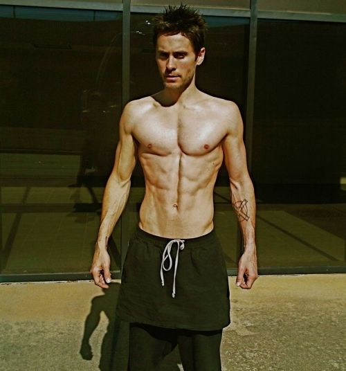 Jared Leto rocks skirt and seriously ripped body