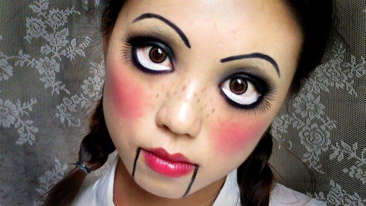 maquillage Halloween poupée avec des yeux exagérés