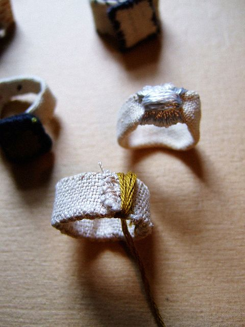 gorgeous linen rings by annekata