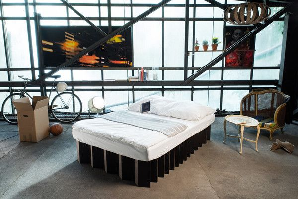 mobile, light, flexible, and sustainable cardboard bed - medium, black | mobiles, leichtes, flexibles und nachhaltiges  Pappbett - medium, schwarz | http://de.roominabox.de/collections/all/products/das-pappbett-2-0