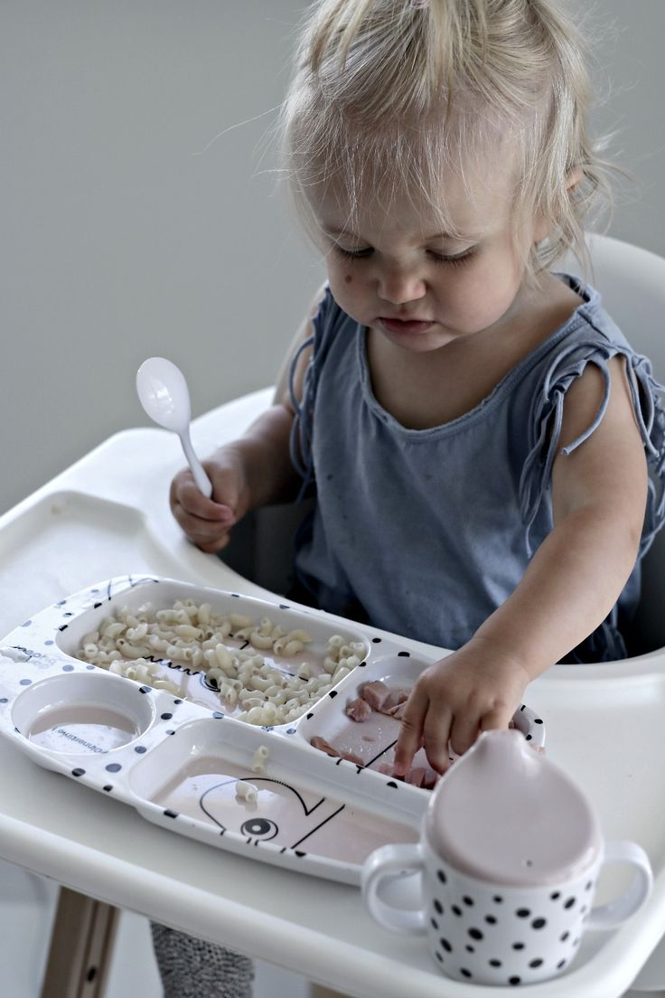 Clever compartment plate, filled with happy dots, that separates the food - exactly like the little fussy eaters prefers it.