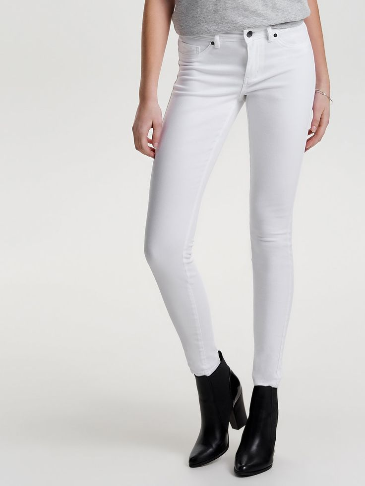 Skinny pants from JACQUELINE de YONG | Closure at front | 2 front pockets and a coin pocket | 2 back pockets | 5 belt loops | Stretchy material | Inseam: 84 cm in size M/34 | The model is wearing size S/32