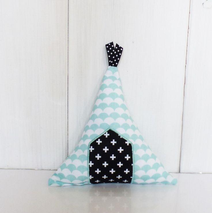 les 25 meilleures id es de la cat gorie coussin noir et blanc sur pinterest coussins en noir. Black Bedroom Furniture Sets. Home Design Ideas