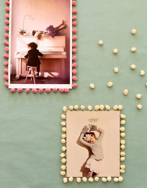 Great idea - pom pom frame for snapshots.