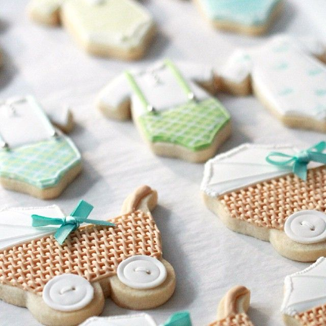 Sneak peek of some baby shower cookies inspired by @fiocco_cookies Have a happy Friday! #decoratedcookies #cookiedecorating #sugarcookies