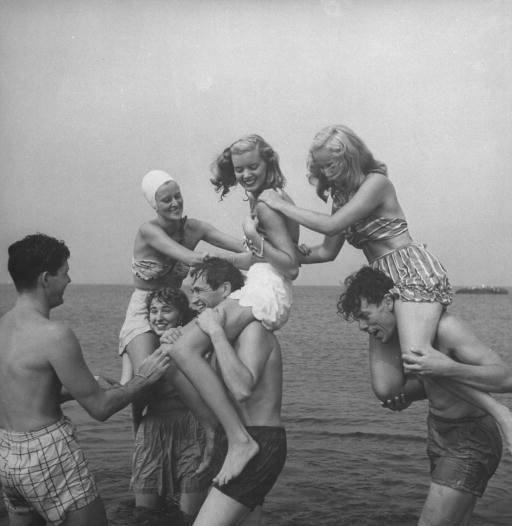 Playa día con amigos