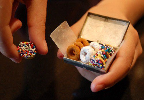Elf donuts–actually cheerios, to leave with Santa's cookies. This is the cutest thing ever!