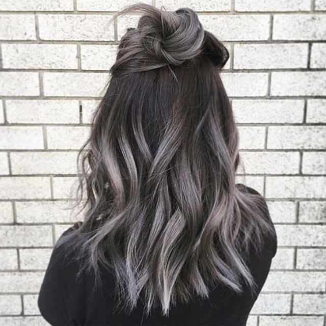A szürke ombre haj a legmenőbb trend most http://www.glamouronline.hu/szepseghirek/a-szurke-ombre-haj-a-legmenobb-trend-most-20260