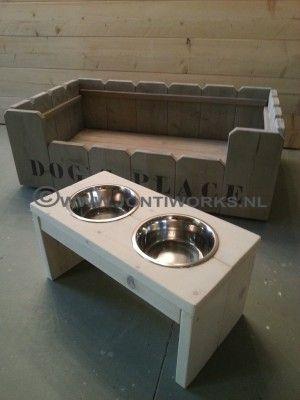 Hondenmand en voerbak van hout