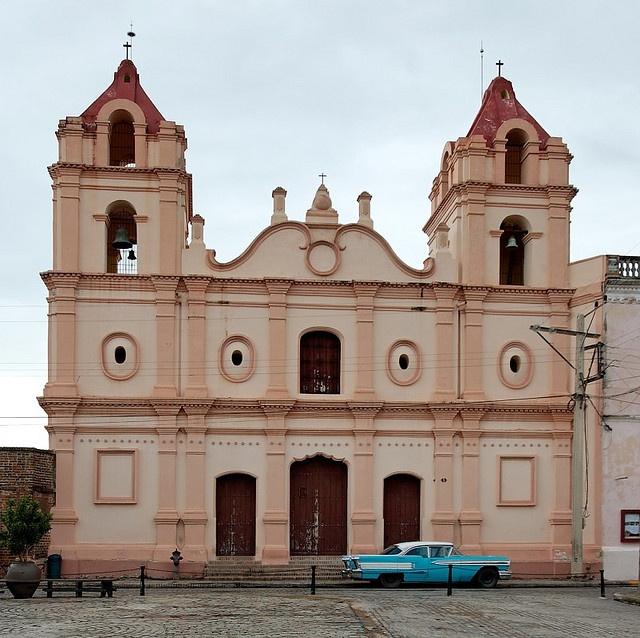 Iglesia en la Plaza del Carmen = Camaguey, Cuba