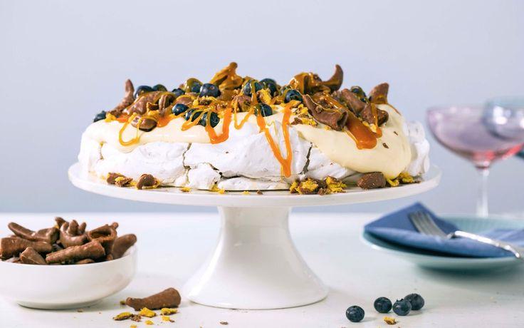 Smashpavlova!  Søtt og salt er en klassisk kombinasjon – det skal godt gjøres å spise bare en Smash! Sammen med herlig karamellsaus, friske blåbær og myk vaniljekrem har du en fulltreffer på festen, for barn i alle aldre.