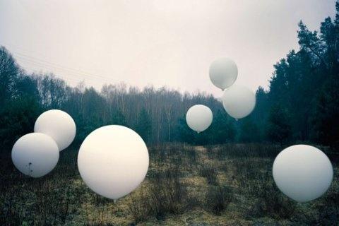 white balloons [ffffound]