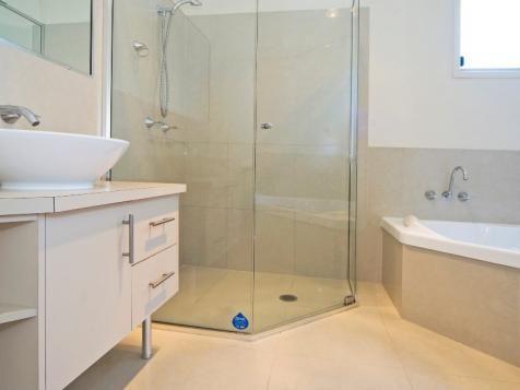 hoekbad en hoekdouche