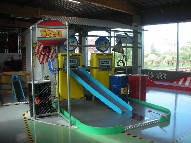 """Play Mart - Minigolf a tema """"Formula 1"""" (particolare: pompe di benzina)"""