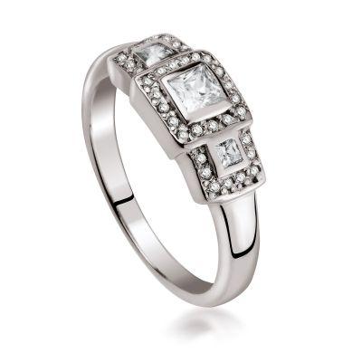 Śliczny, bogato zdobiony pierścionek to marzenie każdej kobiety. Bardzo atrakcyjny i szlachetny wygląd zawdzięcza starannemu wykończeniu oraz wysokiej jakości srebru o próbie 925. Tak wysokiej klasy biżuteria sprawi, że kobieta będzie pewna siebie i świadomie dążąca do osiągania, wyznaczonych sobie celów.