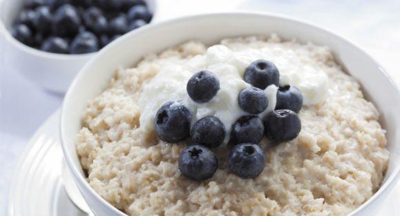 Gesunde Ernährung kann so einfach sein - mit diesen 10 besten Proteinbomben fürs Frühstück startes zu energiegeladen in den Tag!