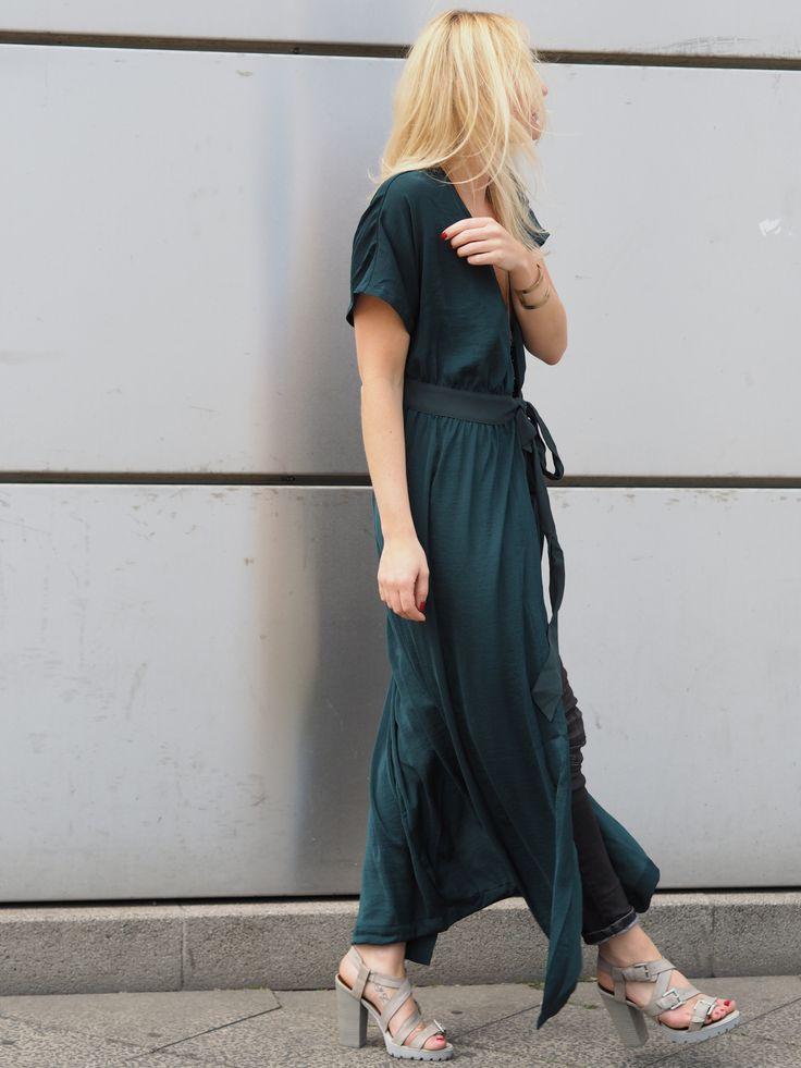 laenoky, lena funk, mode blogger fashion styleblogger deutschland, grünes sommerkleid von h&m, er denim jeans, spm sandaletten zalando grau, blonde blogger