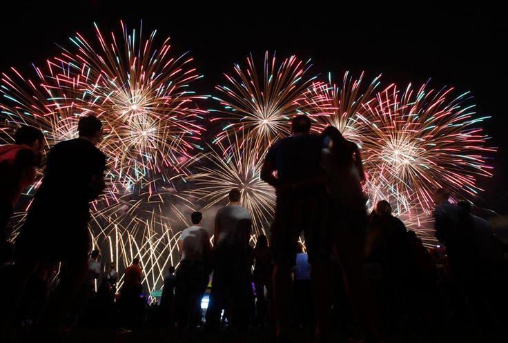 Fireworks festival lights up skies over Zagreb (Photo: Antonio Bronic / Reuters)