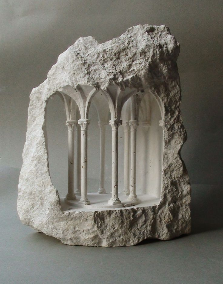 Structures architecturales miniatures sculptées dans des Pierres brutes par Matthew Simmonds (1)
