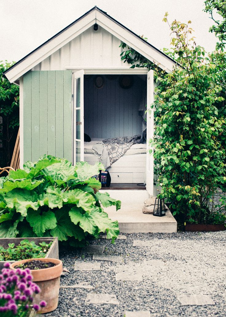 Gravity Interior | Garden house of Elin Lannsjös via Lovely Life