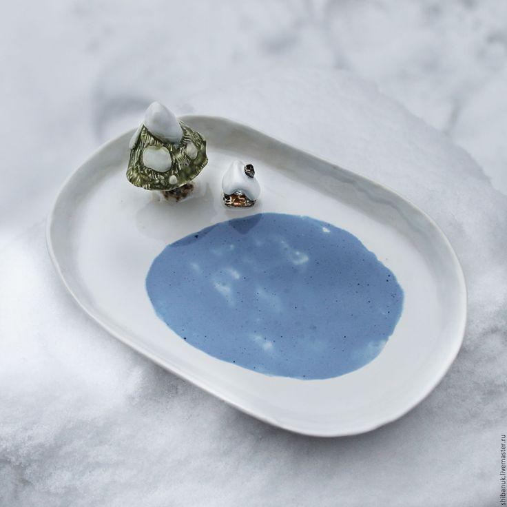 """Купить Овальная тарелка """"Домик у озера"""" - белый, голубой, тарелка, тарелка керамическая, тарелка керамика"""