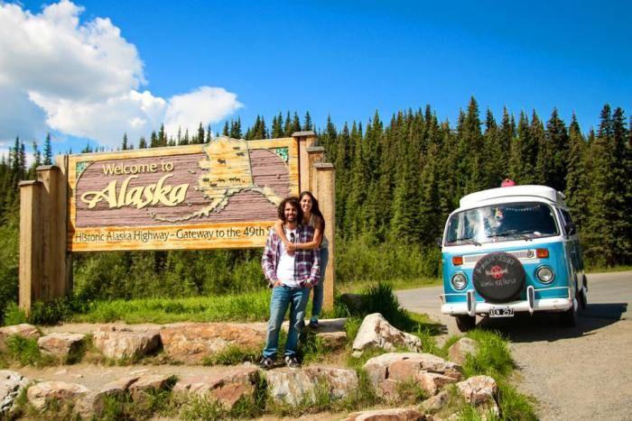 USA: los regalos de Alaska - https://kombipalnorte.com/2016/09/08/usa-los-regalos-de-alaska/ - For the English version please wait a couple of days, its still in the oven! Llegar a la última frontera no es algo de todos los días. Es EL momento con el que veníamos soñando desde que salimos. Nos nos costaba imaginarnos ahí, lo podíamos ver, casi sentir, pero a la distancia. A medida que…   #overland #overlanding #adventuretrave
