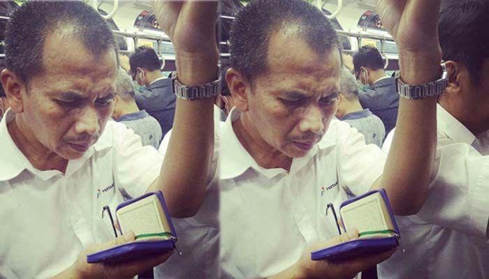 CERITA DARI KERETA : Meski Harus Berdiri Dan Penuh Sesak, Bapak Ini Tetap Khusyuk Membaca Al Qur'an
