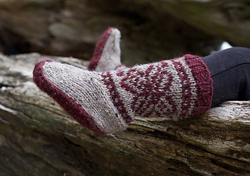 Mukluks by tincanknits - his pattern is FREE for 24 hours only until 23:59 PST December 18th, day 5 of the TCK 12 Days of Christmas! The pattern is listed for $5, but when you click the 'buy it now' button, it is discounted to free.