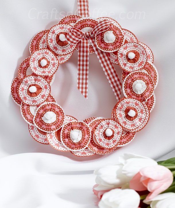 Craft ideas for Valentine's Day: How to make a cupcake liner flower wreath...this is so cute and really easy to make, love the colors!
