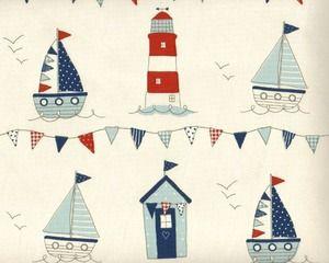 Englischer Dekostoff Clarke & Clarke 'Maritime' mit Booten, Leuchtturm und Wimpeln, rotbraun-helles taubenblau