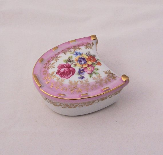 Vintage Pink Horseshoe Shaped Dresden China by thesecretcupboard, $13.00: Horseshoes Shape, Dresden China, China Trinket, Vintage, Music Boxes, Boxes Music Snuff Jewelry Etc, Rosenthaldresdenmeissen China, Trinkett Pills Jewelry Boxes, China Pieces