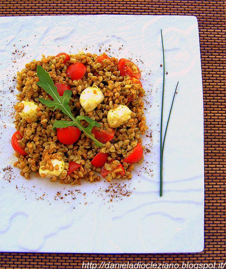 Daniela&Diocleziano: Insalata di farro con pesto , pomodorini e mozzarella