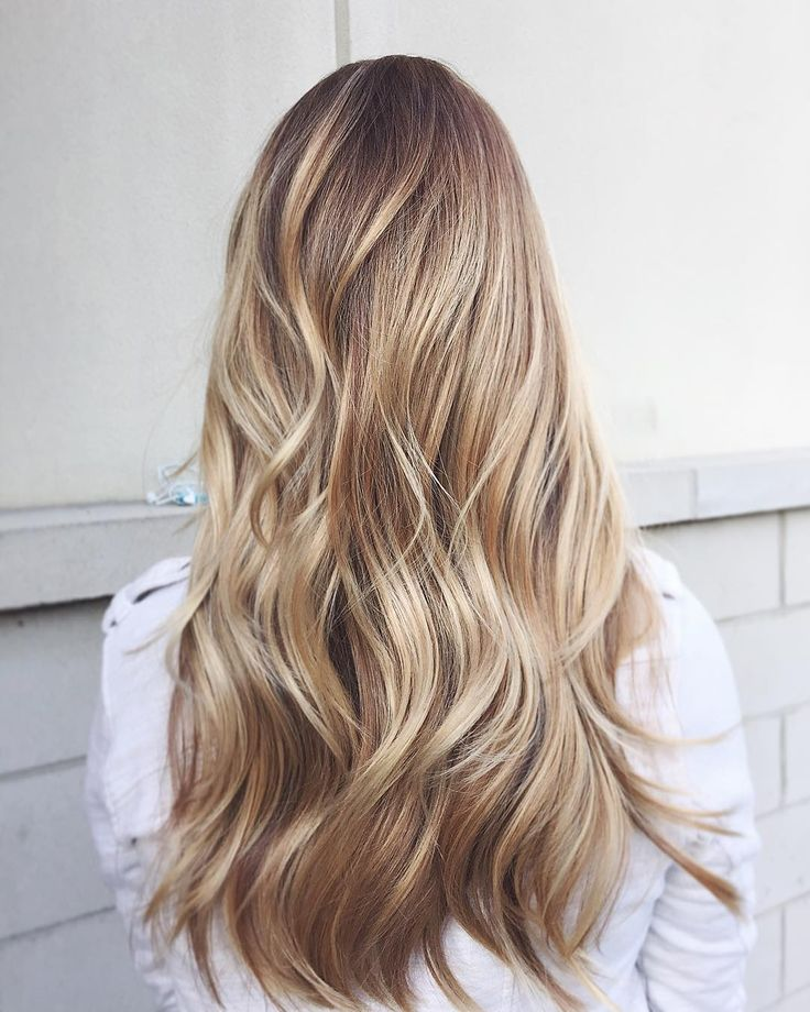 Teacher's Pet Vibes! We suggest pairing a texturized blonde shade with a Hotheads Color No. 20 to bring out that highlight! See this Instagram photo by @bowandarrowhair • 65 likes